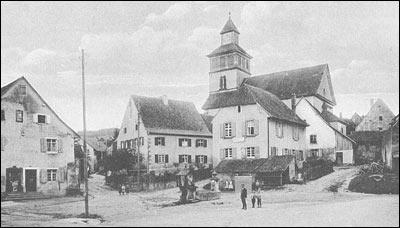 Rathausplatz mit eh. Schulhaus